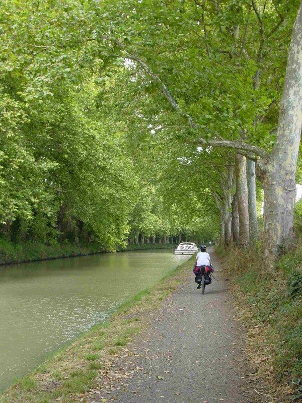 Viaje en bicicleta por el canal del midi